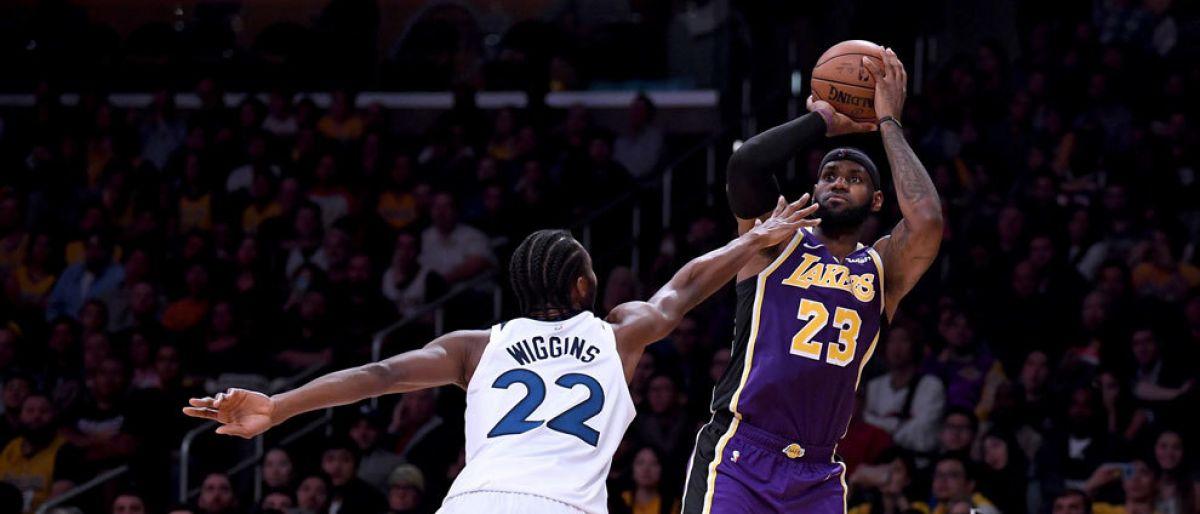 LeBron guía a Lakers en su tercer triunfo en cuatro jornadas