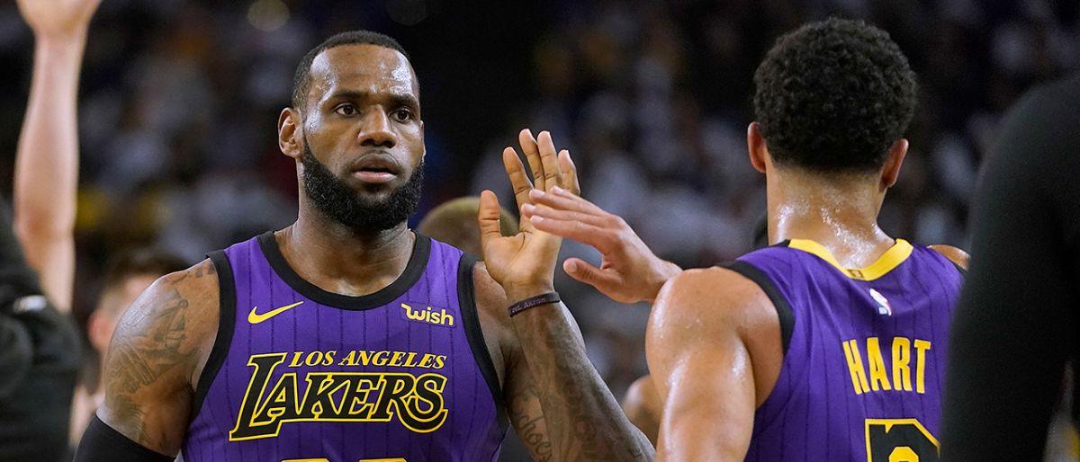 LeBron se lesiona ingle pero Lakers apalean a Warriors