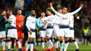 Tottenham, a octavos de «Champions» tras empatar con Barsa