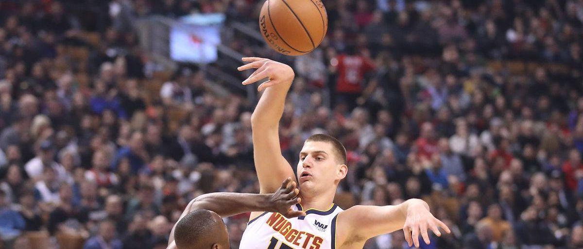 Triple-doble de Jokic ayuda a Nuggets a vencer a Raptors