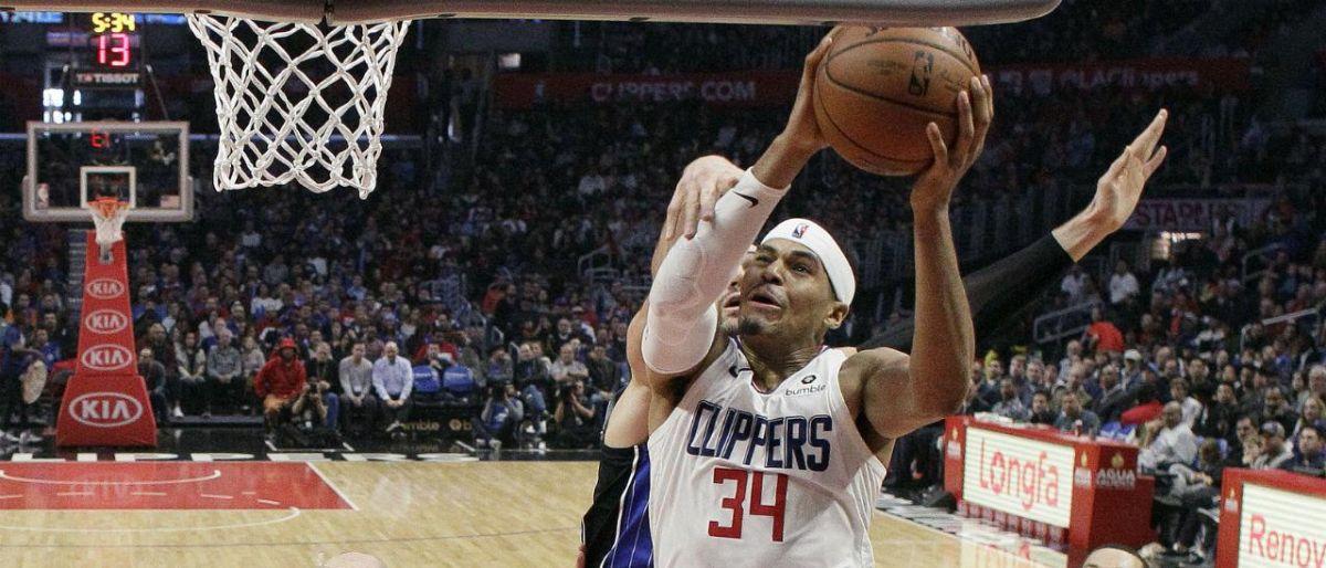 Harris y Clippers superan inicio lento y vencen al Magic
