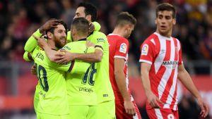 Messi impulsa al Barsa a victoria de 2-0 en derbi catalán