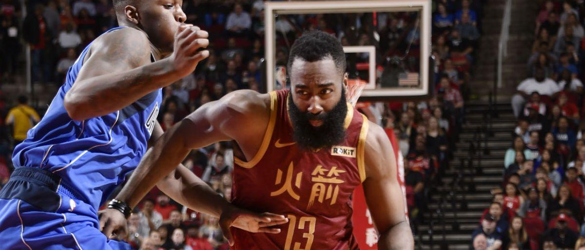 Harden llega a 30 juegos en fila con al menos 30 puntos en victoria de Rockets