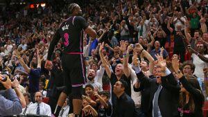 Triple increíble de Wade da a Heat triunfo sobre Warriors