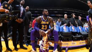 LeBron supera a Jordan pero Lakers caen ante Nuggets 115-99