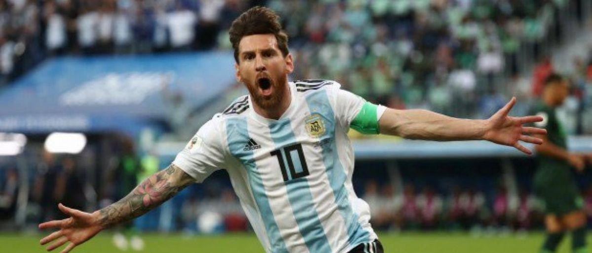 Messi supera duelo del Mundial y regresa a Argentina
