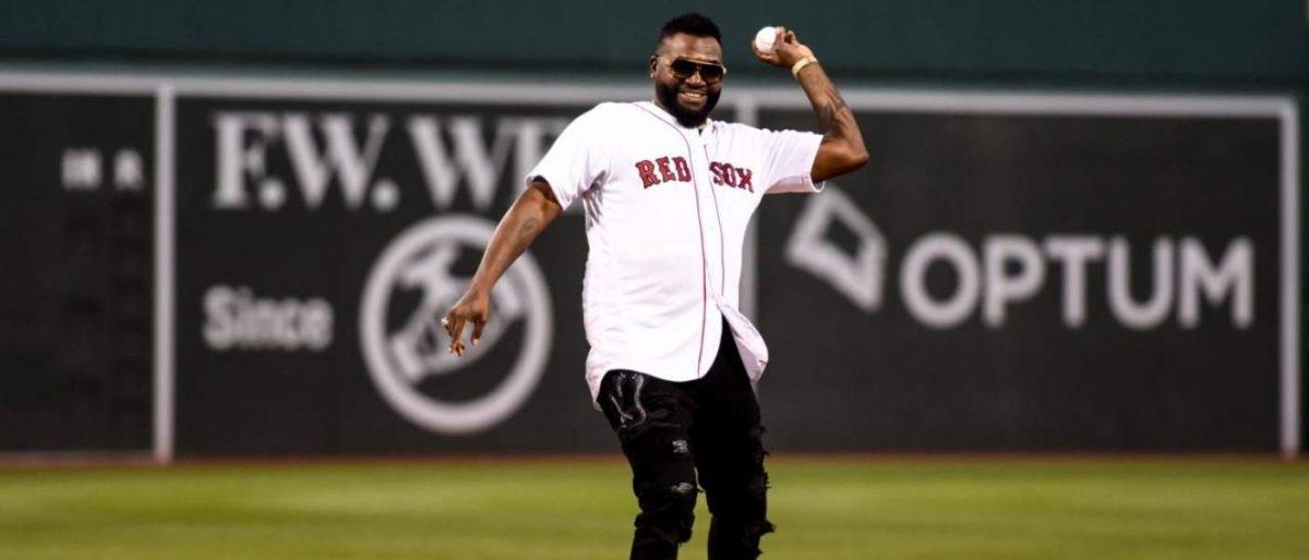 Ortiz volvió al Fenway e hizo el 1er lanzamiento