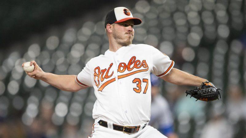 Bundy de Orioles a Angelinos por cuatro lanzadores