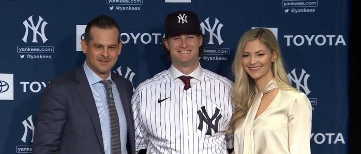 Cole presentado de manera oficial por los Yankees