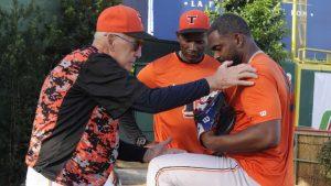 """""""El béisbol es mi vida"""" Phill Regan sigue firme a sus 82 años"""