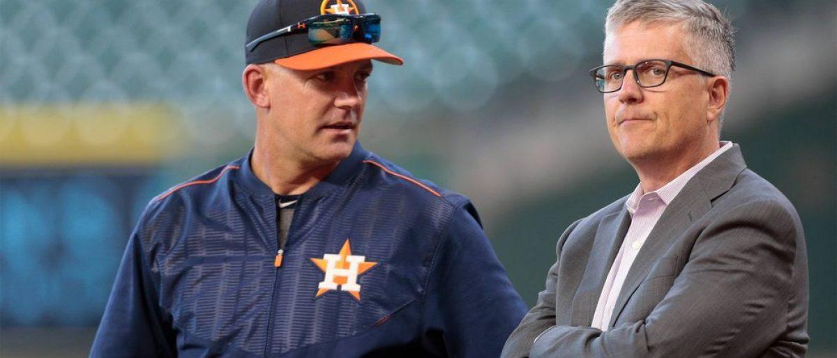 MLB sancio a los Astros. Luhnow, Hinch suspendidos por un año