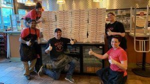 Jugadores de Piratas ayudan donando 400 pizzas