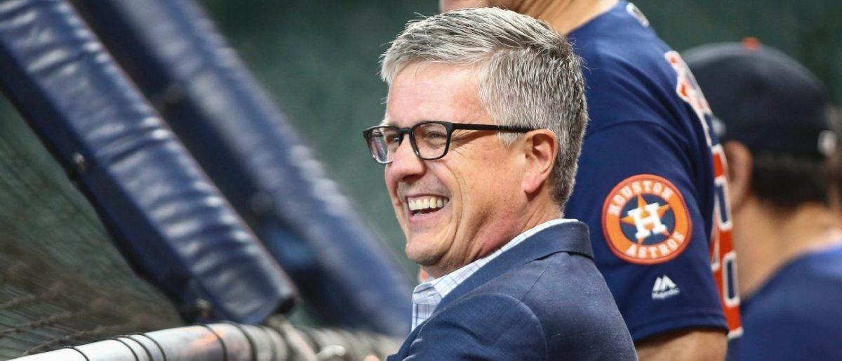 Ex gerente general Jeff Luhnow demanda a Astros