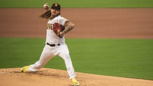 Mike Clevinger será sometido a la Tommy John, tras volver a firmar con Padres