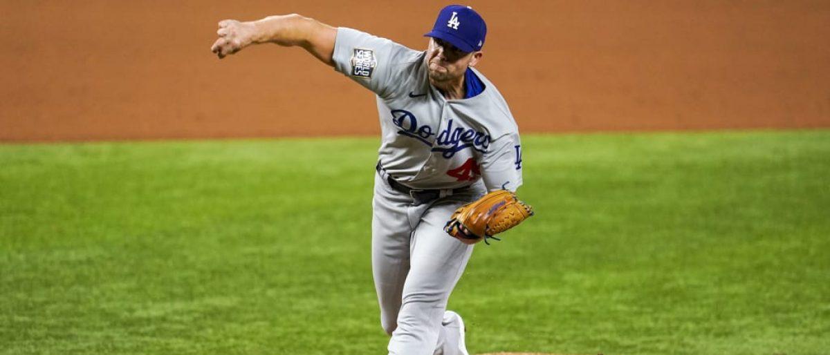 Dodgers renuevan con Treinen por dos años