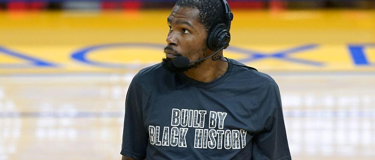 Kevin Durant, estrella de Nets, perderá al menos dos juegos por tirón en el muslo
