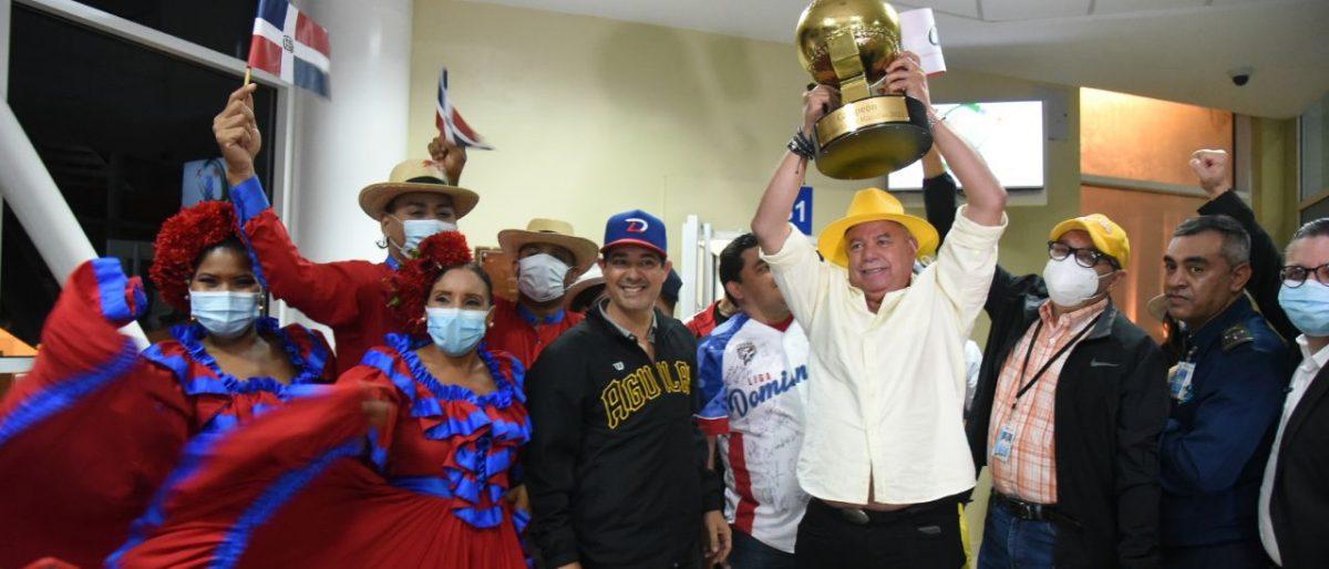 Llegaron los campeones Águilas Cibaeñas y fueron recibidos como héroes