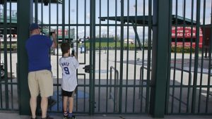 MLB busca aplazar pretemporada y acortar campaña